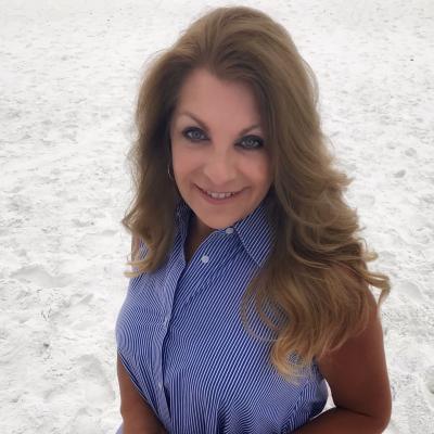 CLICK to visit Lisa Estrada's Realtor® Web Site